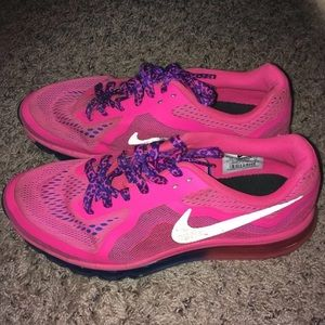 Woman's Pink Nike's